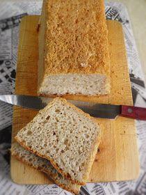 Chleb jest pyszny, lekko wilgotny i - choć to może dziwne określenie w stosunku do pieczywa - soczysty. Długo zachowuje świeżość, do przecho...