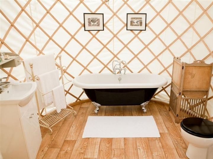 absolutely gorgeous cottage living in a yurt!