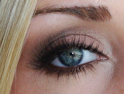 This look uses one of my favorite palettes - Urban Decay Naked Eye Shadow Palette.  LOVE!