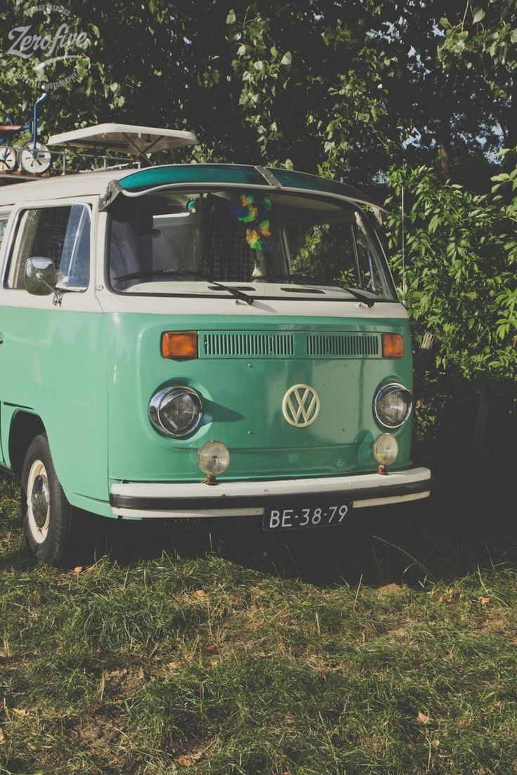 {<3} Volkswagen t2. I wish I could find a sun visor for my bus.