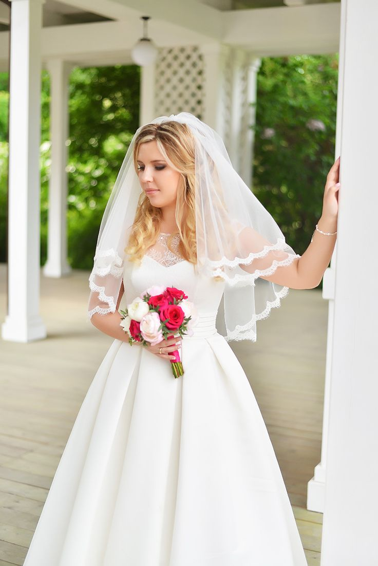 Свадебная съемка, свадебный букет, свадебное платье, невеста, свадебный макияж