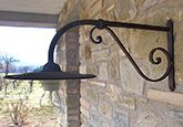 Lampioni: braccio a muro in ferro battuto forgiato a mano Hermitage grande - Spello - Perugia - Umbria