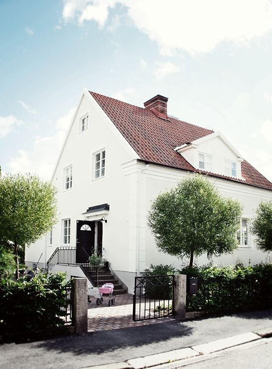 ... this beautiful white Scandinavian house ♡