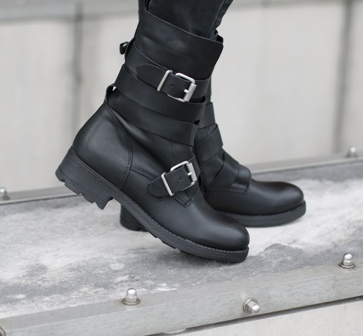 Stoere boots van Poelman! https://www.sooco.nl/poelman-r13268-zwarte-korte-laarzen-28360.html
