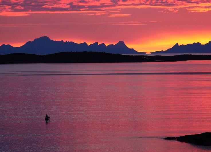 Fylkeshovedstaden Bodø passer godt som base hvis du vil utforske det fascinerende fylket. Nordland. Foto: Roger Johansen