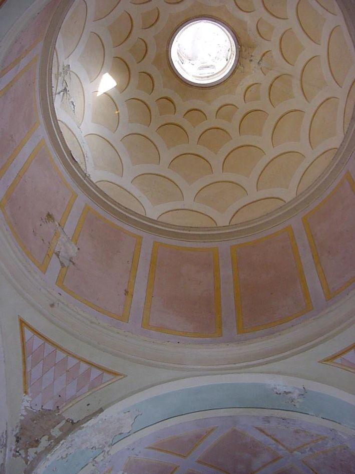 la cupola, il tamburo e i pennacchi prima del restauro (con le decorazioni del 1967)