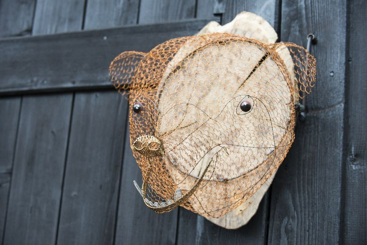 Wire sculpture bear   trofej z medeného a hliníkového drôtu v skutočnej veľkosti