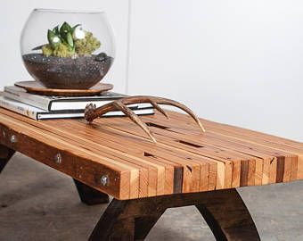 mesa de centro recuperada madera losa atornillada.