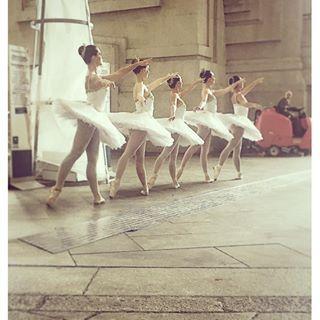 instacummi #ballet #ballerine #danza #danzaclassica #stazionecentrale #milano #igersmilano #loveher #instagramers #instalove #instalike #tagforlike #tagsforlikesapp #tag4like #tagsforlikes