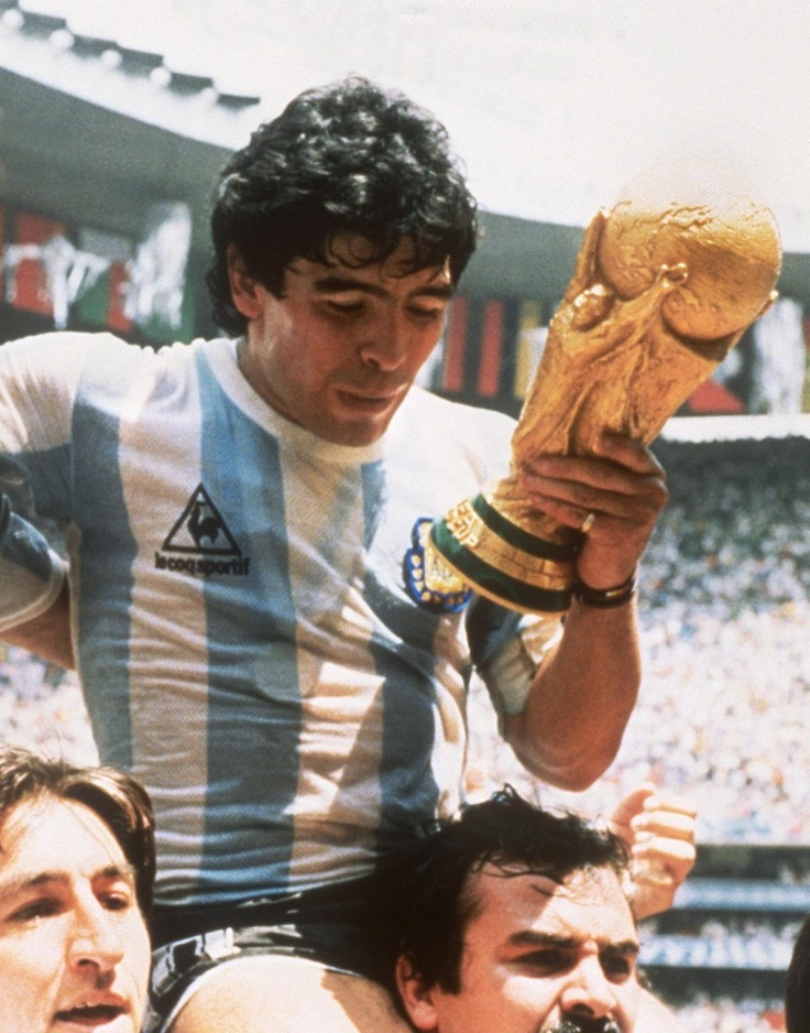 "Diego Maradona, ""El Pibe de Oro "", l'un des plus grands joueurs de l'histoire du…"