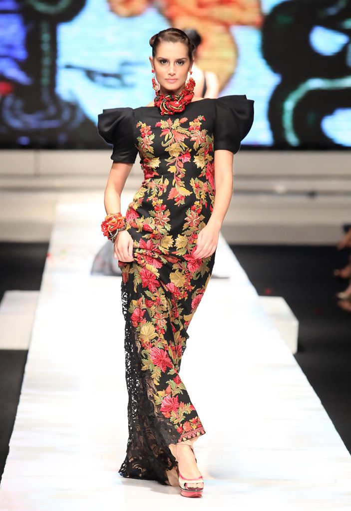 http://www.zimbio.com/pictures/QnEwQeRwgQG/Jakarta Fashion Week 2009 10 Day 6/tnWBfALvTuP