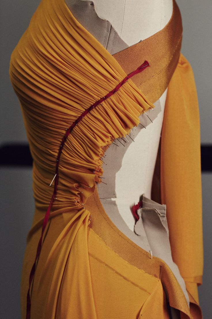 Fabric Manipulation for fashion design - narrow pleats; moulage; draping; couture sewing techniques // Hervé Legér