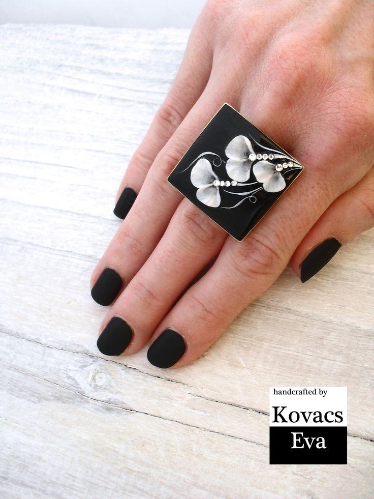 Ginkgo leaves ring.Gingko ring.Black ring with white ginkgo leaves and stones. Ginkgo gyűrű.Fekete ginkgo leveles gyűrű.
