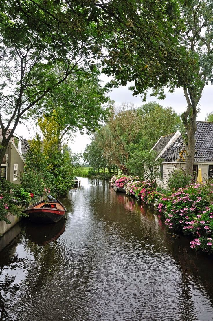 Click on the image to check out the 10 most beautiful towns in the Netherlands from TheCultureTrip.com[http://listofpictures.blogspot.com/2014/05/picturesque-village-of-broek-in.html]