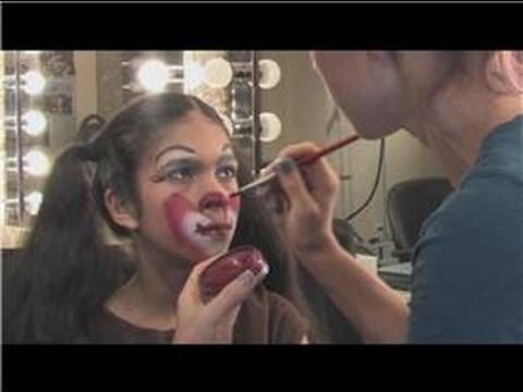Applying Theatrical Makeup : How to Apply Clown Makeup