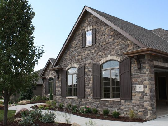 17 best ideas about stone veneer exterior on pinterest for What is brick veneer siding