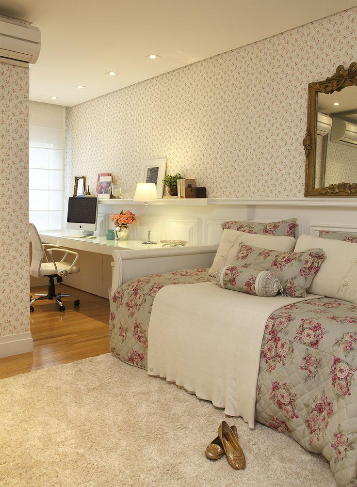 Casa de Valentina - Para todos os gostos. Em quartos de hóspede o legal é organizar a cama de modo que durante o dia ela sirva como sofá num escritório.