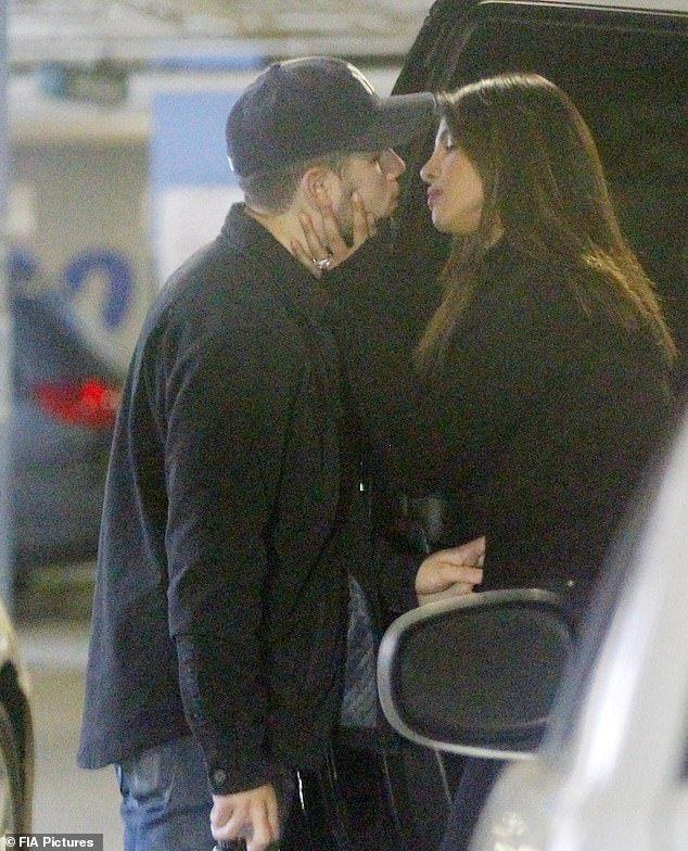 Priyanka Chopra And Nick Jonas Share Passionate Kiss While Out
