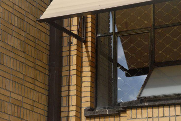Haags Gemeente Museum, den Haag.  Berlage gebouw. Renovatie. Zonneschermen en rolluiken. Zonwering Westland Projecten. www.zwprojecten.nl