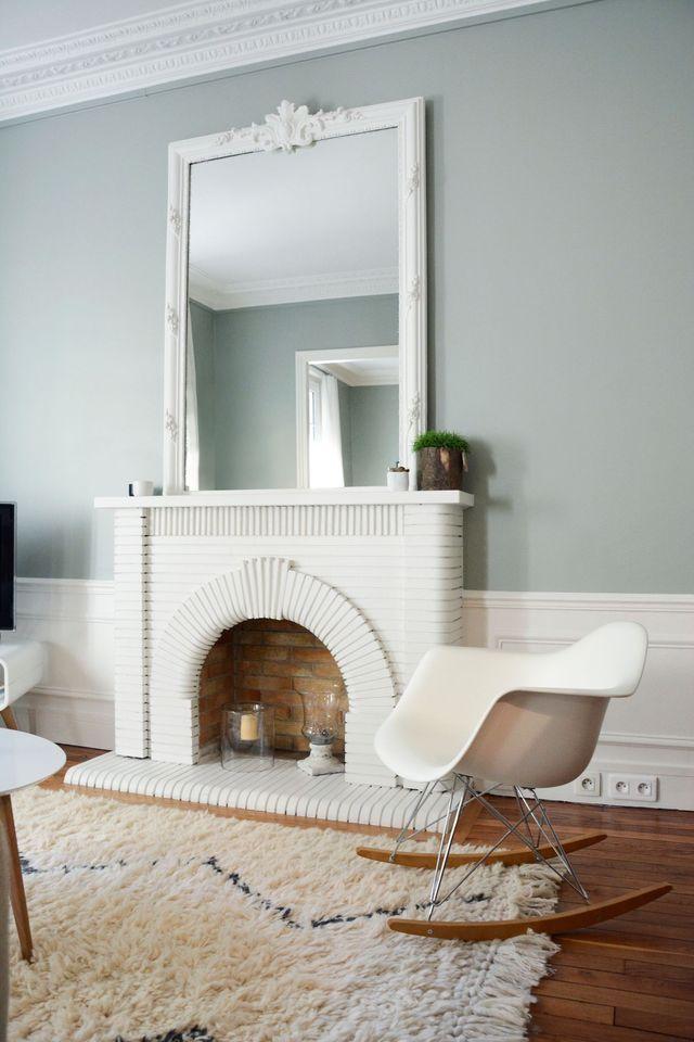 Peinte en blanc, la cheminée se modernise sans perdre de sa superbe !