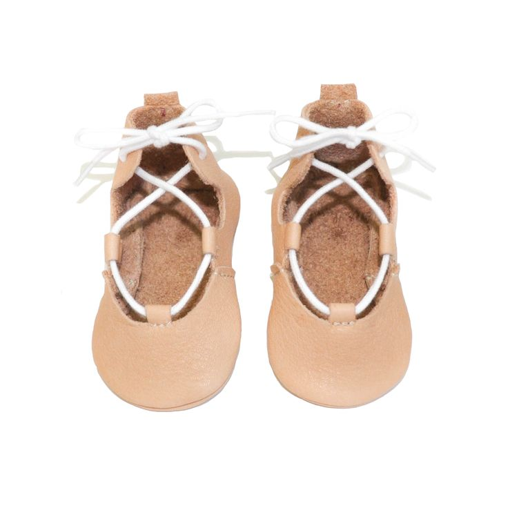 Can these baby girl shoes get any cuter? From infant to toddler, this nude version is great for every day and more casual outfits and complements any cute baby dress. Any way, your princess will look special!