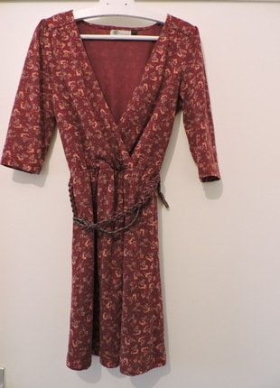 À vendre sur #vintedfrance ! http://www.vinted.fr/mode-femmes/autres-robes/31552071-robe-a-motifs-floraux-kiabi
