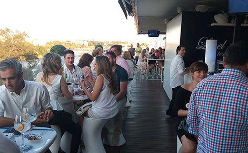 Espectacular asistencia al showcooking de HamburDehesa Sabores en Terraza Level en Sevilla. Lo pasamos en grande, rodeaos de tanto sabor.