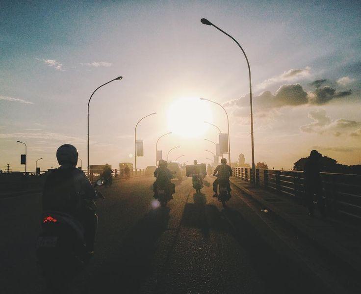 #шишкатрип #азия #камбоджа #пномпень #путешествие #автостоп #asia #cambodia #phnompenh #hitchhiking #travel #traveling #travelblog #travelgram #vsco #vscocam #vscogood #vscogrid #vscophile #sunset by natasha_shishkina