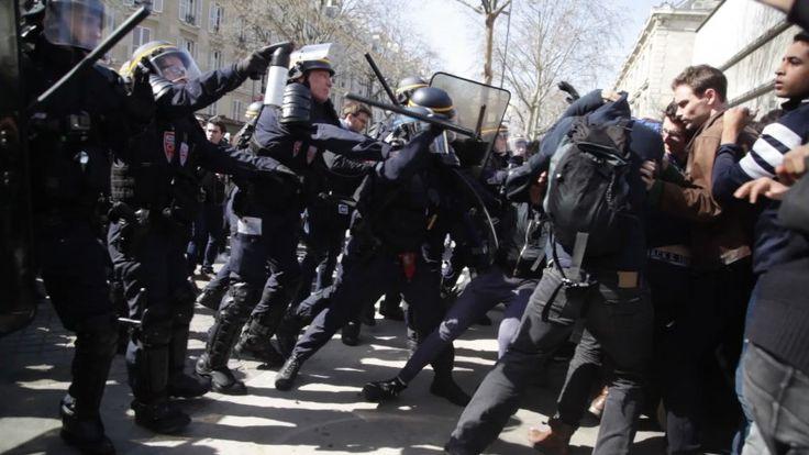 Σε κρίσιμη κατάσταση αστυνομικός ύστερα από επιθέσεις στο Παρίσι