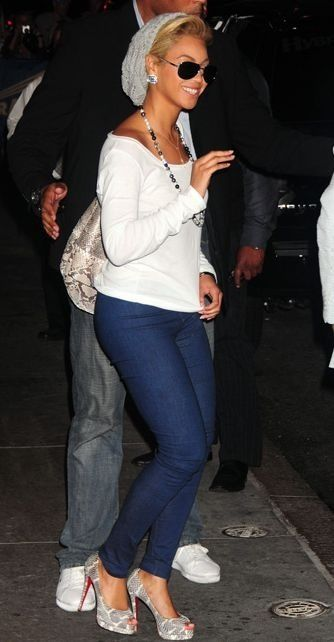 Beyonce, one of my style icons/inspiration. I love her style & this outfit is cute!