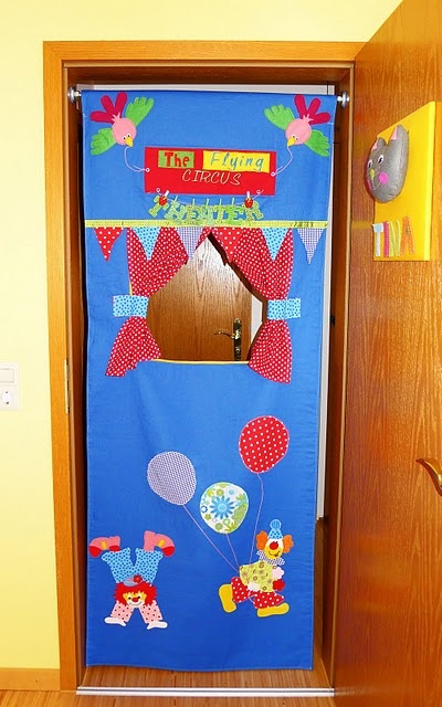 door frame puppet theater - what fun! tutorial