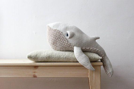Kleiner Wal Buckelwale Albino BigStuffed  Der kleine Wal Albino BigStuffed werden der perfekte Begleiter für Ihre kleinen Jungen oder zur Ergänzung