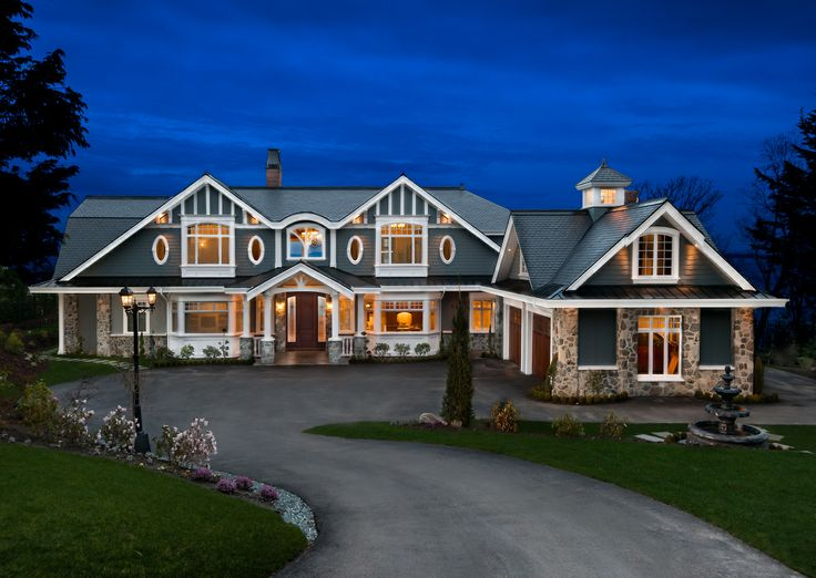 Beautiful '10-Mile Point' property. Photographed at  twilight by Nathan Philps  for the 'Larsen Group'.