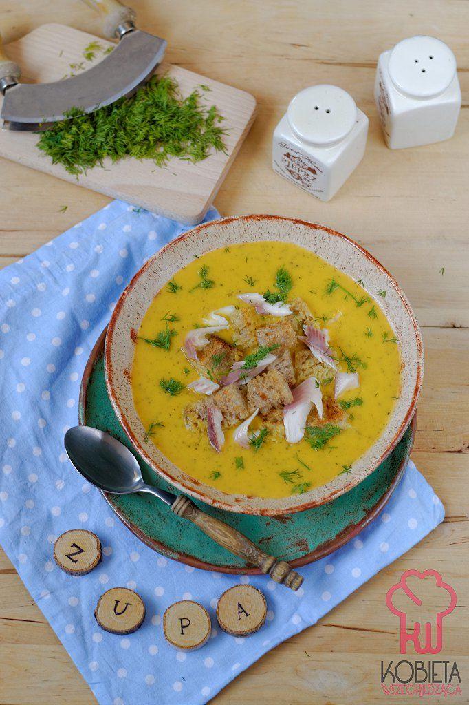 Zupa krem z batatów i cukinii z grzankami i wędzonym pstrągiem