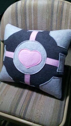 Portal Companion Cube Throw Pillow - HOME SWEET HOME