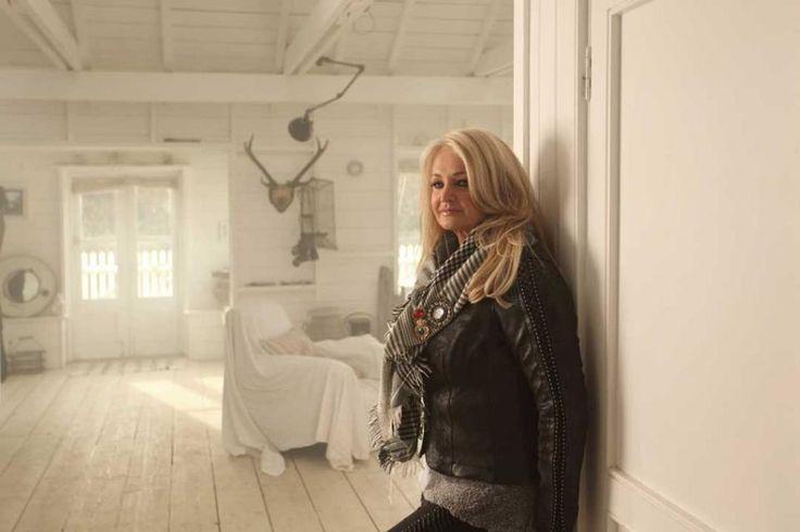 Bonnie Tyler - http://www.bonnietyler.com/ #bonnietyler #gaynorsullivan #gaynorhopkins #thequeenbonnietyler #therockingqueen #rockingqueen #believeinme #eurovision #2013 #uk #unitedkingdom #music #rock