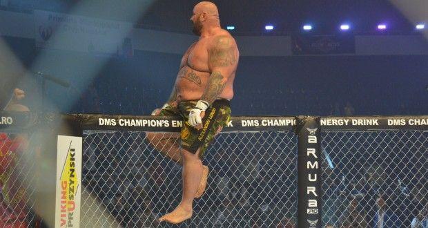 FOTO-VIDEO: RXF 2015 Cluj-Napoca: S-a lăsat cu bătaie la cea mai mare gală de MMA din România. Sandu Lungu, învingător în prima rundă | deCluj.ro | Stiri din Cluj, Ziar din Cluj, de Cluj