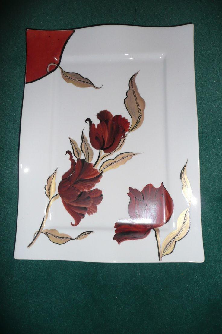 Grand plat rectangulaire, tulipes rouge et noir, or mat