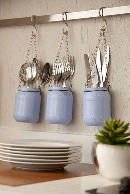 Verf Kilner potten en gebruik ze voor het bewaren van je bestek. Mooi!