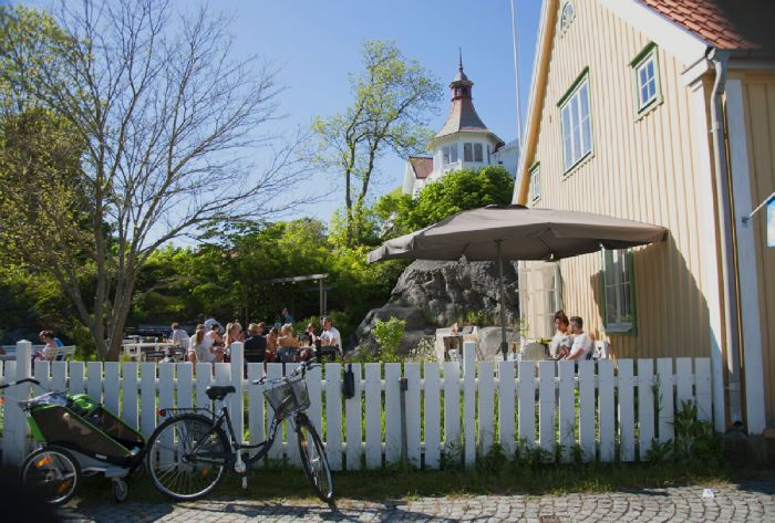 4 AMAZING Cafées by the Gothenburg seaside you MUST visit! Click link to se them all #homedecor #room #homeandgarden #howto #beautiful #goteborg #inredningstips #inredningsblogg #ikea #pinterestboard #hytteliv #bolig #howto #interiordesign #interiorinspiration #interiors #travel #gothenburg #gothenburgtravel #resor #sweden #travelsweden