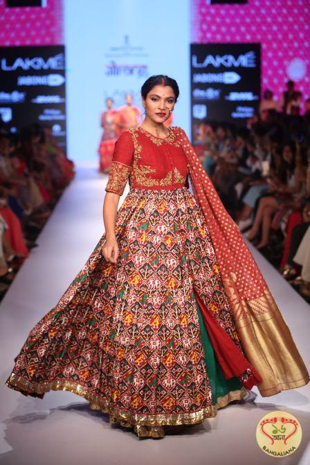 "Designer Gaurang Shah presented ""Samyukta"" collection at Lakme Fashion Week Winter/Festive-2015  http://fashion.sholoanabangaliana.in/designer-gaurang-shah-presented-samyukta-collection-at-lakme-fashion-week-winterfestive-2015/"