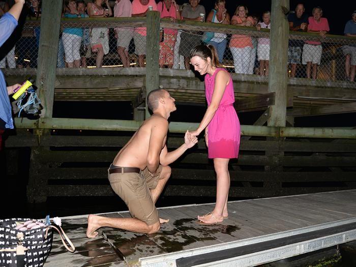 #интересное  Неуклюжее предложение руки и сердца (3 фото)   Когда 25-летний Мэтью Пицца планировал романтическое предложение руки и сердца на берегу океана для своей подруги Кайлы Харрити, он, конечно, не ожидал, что все пойдет так неправильно.  Романтическое пред�