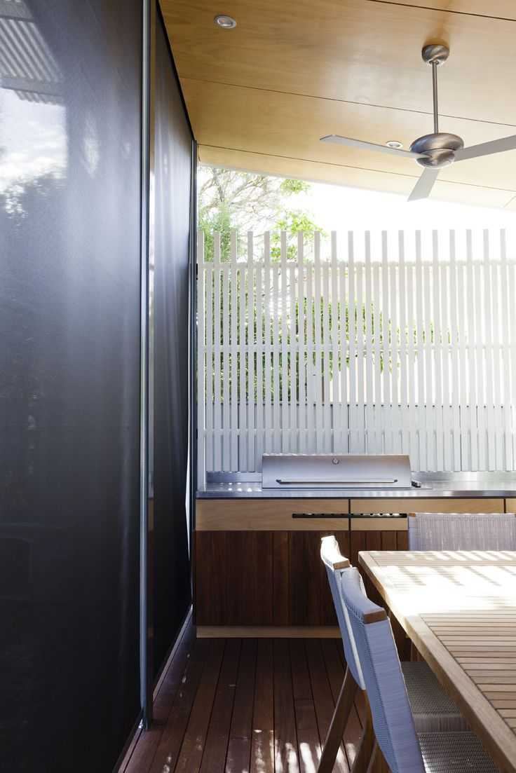 Retractable shade blinds