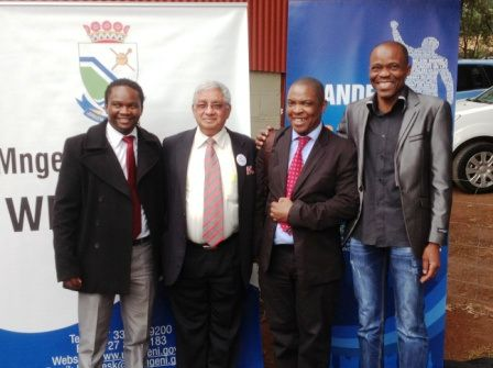 L2R~ #MandelaMarathon Race Director, @LezMoeti, His Worship, the Mayor of uMgungundlovu District Municipality, Cllr Y Bhamjee, uMDM Municipal Manager, Hon Mr Sibusiso Khuzwayo, and KZNA President, Sello Mokoena