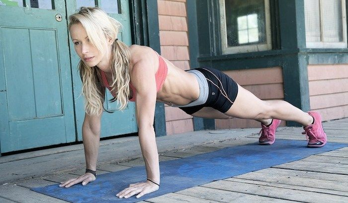 THE CRAZY SIMPLE (BUT EFFECTIVE) 15-MINUTE WORKOUT YOU CAN DO ANYWHERE