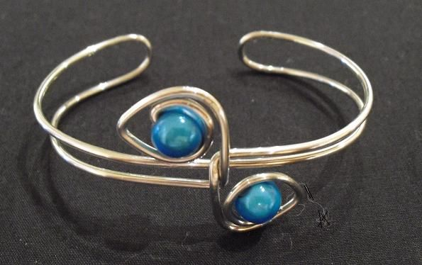 Beaded wire cuff #handmade #jewelry #wire_wrapping