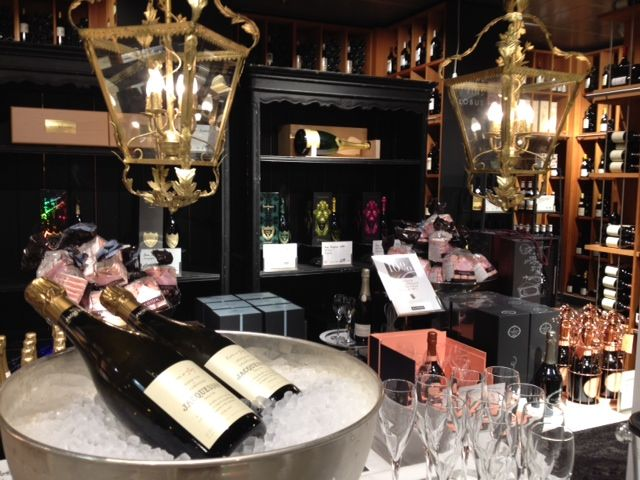 Tasting Champagne Jacquesson Cuvee N°737 at Globus Lausanne