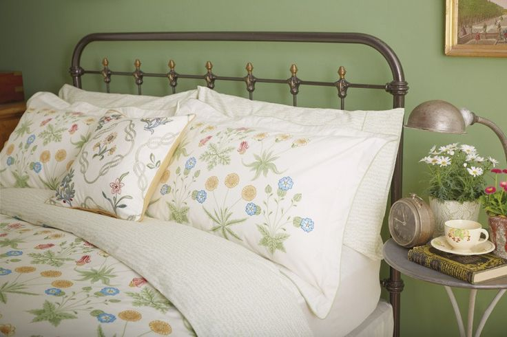 William Morris Bedding   Daisy Traditional Bed Linen at Bedeck Home