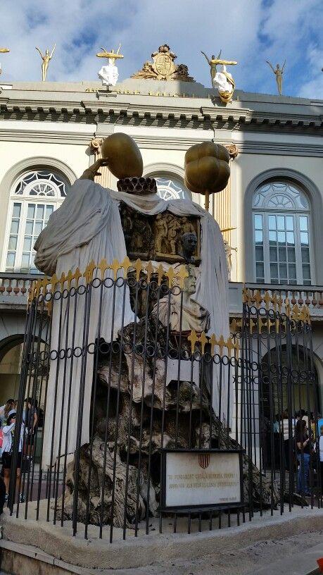 Teatre-Museu Salvador Dalí em Figueres, Cataluña