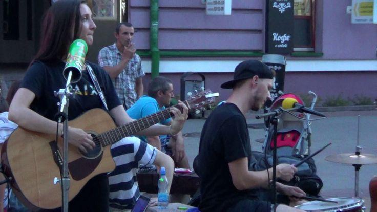 Мой рок-н-ролл! (кавер-версия песни - БИ-2) поет девушка в Бресте!